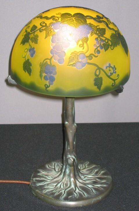 Tischleuchte Bronzefuß Art Gallè Glasschirm