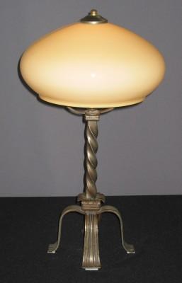 Tischlampe antiker Eisenfuß mit beigefarbenen Kuppelschirm