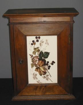 Wandschrank mit Türfliese