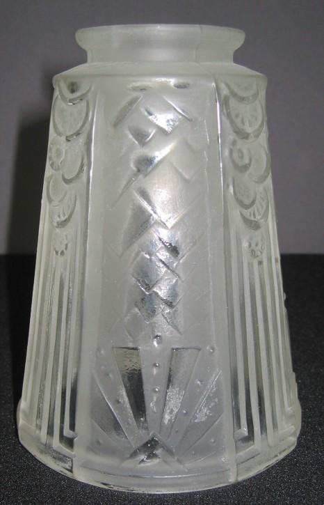 Art Deko Glasschirm mit geätzten Ornamenten