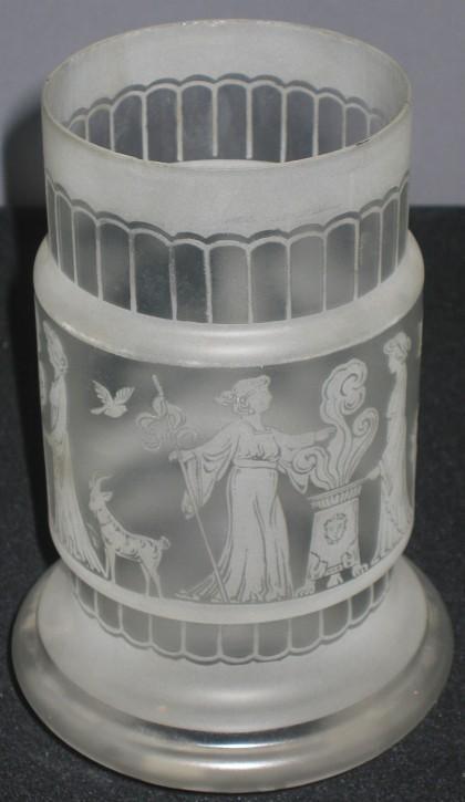 Antiker Glasschirm mit geätztem Sagenmotiv (1)