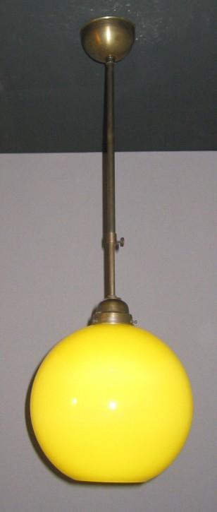 Deckenpendel brüniert mit gelbfarbenen Kugelglas Ø 25 cm