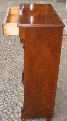 Vertiko in Nussbaum aus der Gründerzeit