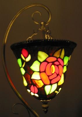Tischlampe Tiffany hängender Kelch